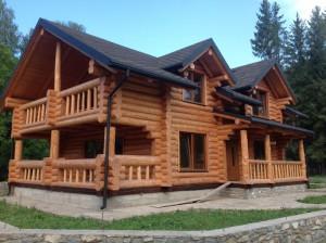 Строительство деревянных домов из дикого бревна